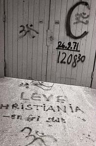 Christiania's dåbsattest - skrevet af Jakob Ludvigsen foto af Ernst Nielsen